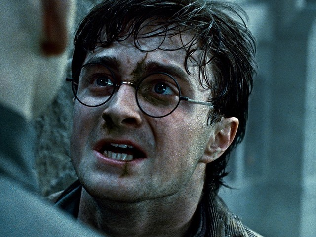 Daniel Radcliffe, schiavo dell'alcol durante gli anni di Harry Potter: «Più mi sentivo osservato e più bevevo»