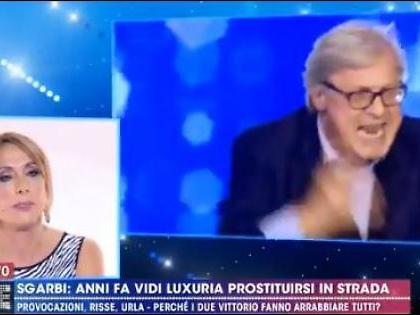 """Vittorio Sgarbi imbarazza Vladimir Luxuria in diretta dalla D'Urso: """"Anni fa ti ho vista prostituirti"""""""