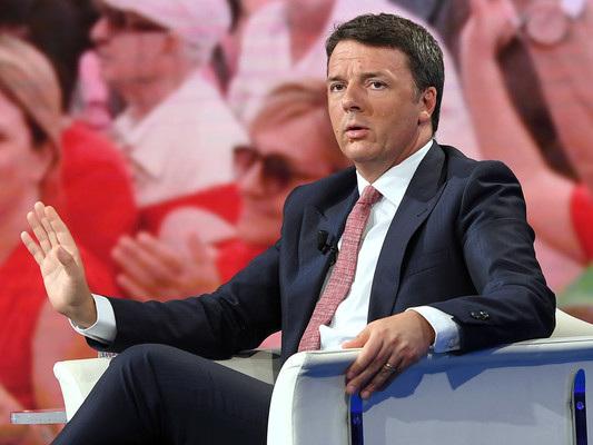 """""""La spina l'ho attaccata io, perché dovrei staccarla?"""", dice Renzi del governo"""