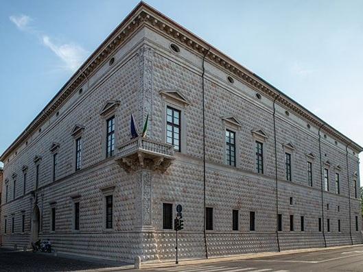 Ferrara, il Palazzo dei Diamanti e l'uovo di Colombo