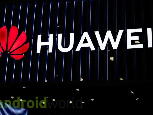 Sul web c'è già chi fa l'unboxing di Huawei P30 Pro (foto)