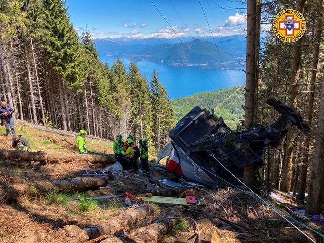 Funivia, diffuso il video dell'incidente: la cabina precipita nel vuoto