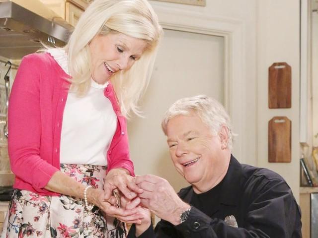 Beautiful, anticipazioni: Pam e Charlie annunciano le loro nozze