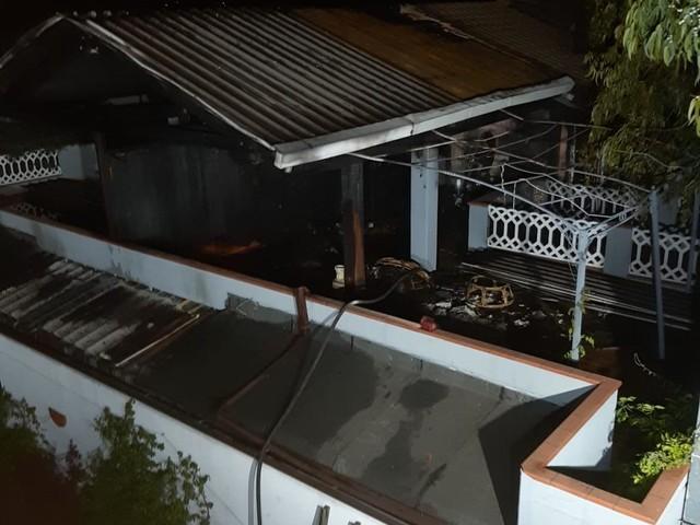 Sant'Omero, fiamme nella tettoia. Intervengono i vigili FOTO