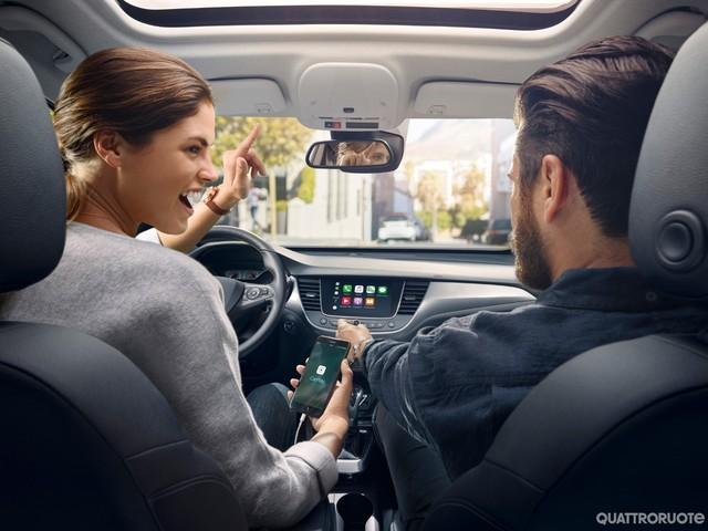 OpelConnect - Connettività a bordo e servizi in tempo reale