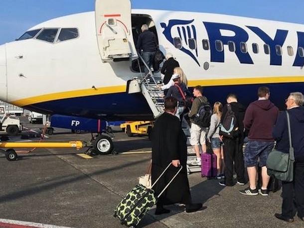 Ryanair, nuove regole sui bagagli a pagamento: tutto quello che c'è da sapere