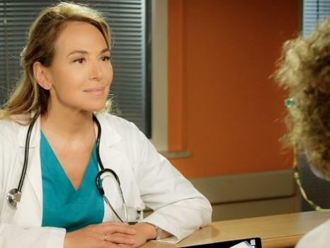 Cast e personaggi de La Dottoressa Giò al via su Canale 5 il 13 gennaio: Barbara d'Urso in corsia tra incidenti e violenze