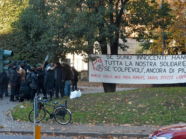 Anarchici: sei condanne e una assoluzione ma cade l'accusa di eversione