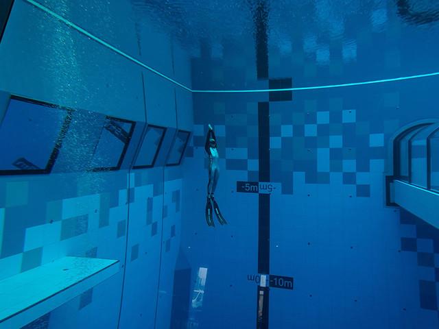 È ufficiale: la piscina più profonda al mondo è stata inaugurata
