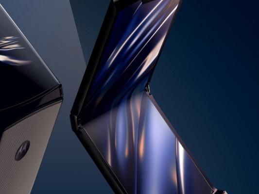 Motorola sfida Samsunge Huawei con uno smartphone pieghevole. Torna il Razr
