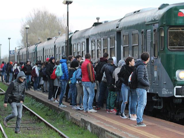 """Fiasconaro e Degli Angeli (M5S): """"Regione Lombardia, treni da terzo mondo!"""""""