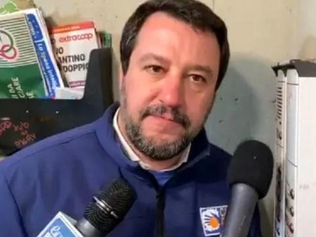 Matteo Salvini, tutti i reati commessi al citofono: cosa rischia