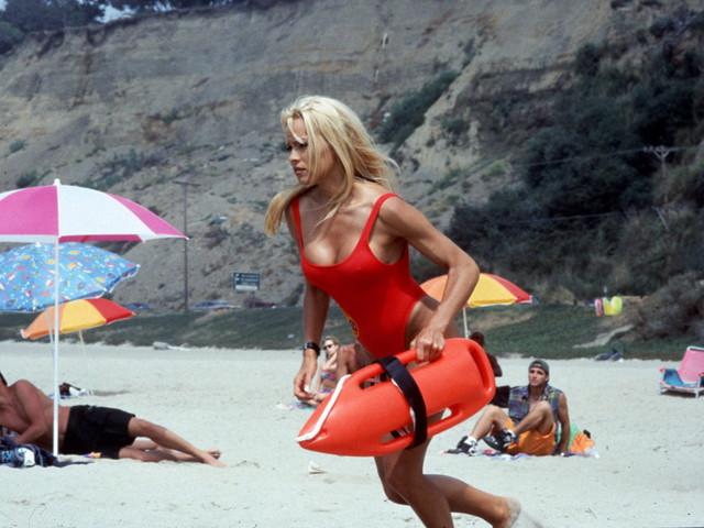 Pamela Anderson torna con Baywatch Remastered