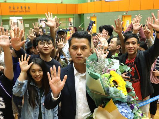 A Hong Kong vincono i democratici. Carrie Lam è più debole