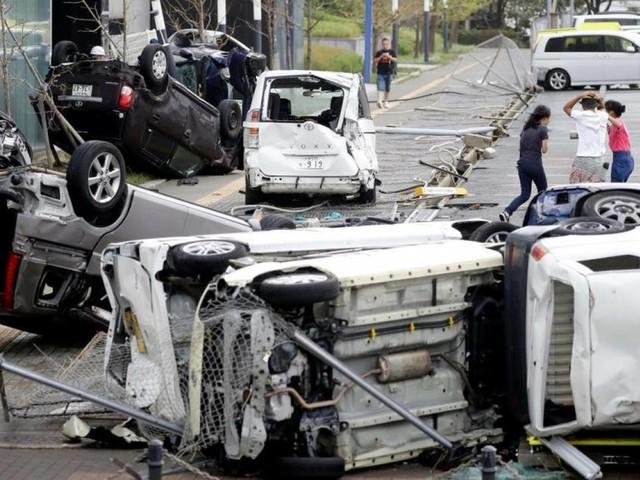 Giappone - 11 vittime e 300 feriti causati dal tifone Jebi. Ancora molti disagi