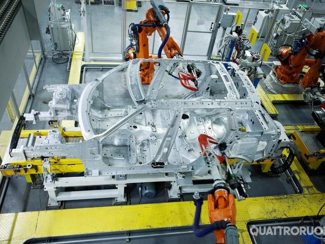 Jaguar Land Rover - Stop di due settimane nell'impianto di Solihull