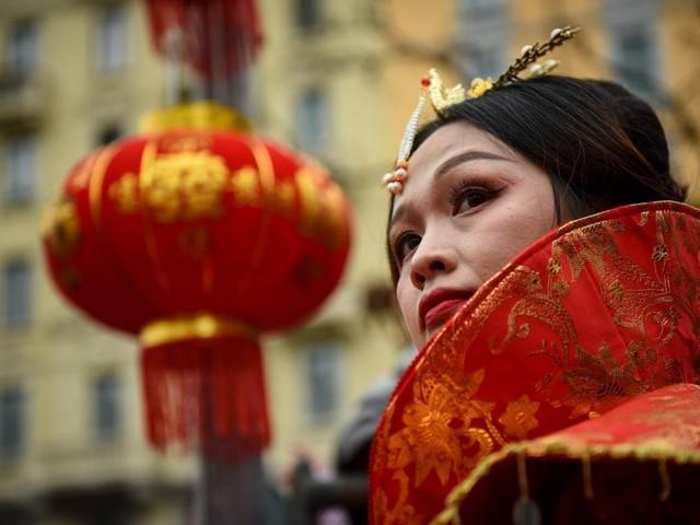 Lanterne, draghi e sete colorate: la parata di Capodanno nella Chinatown milanese