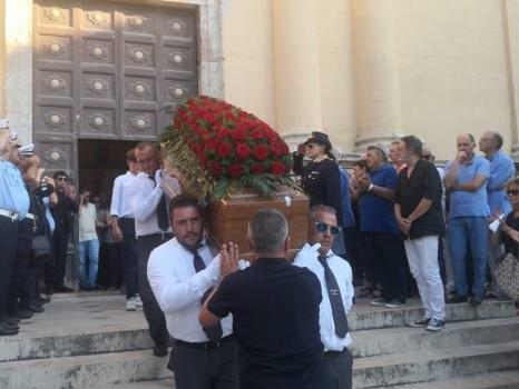 Manager morto in Croazia, folla ai funerali di Eugenio Vinci: le foto