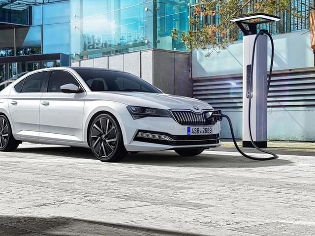 Škoda Superb iV porta il brand ceco nella dimensione della mobilità elettrificata