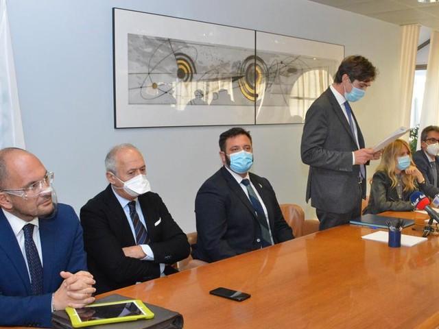 """""""Possibile riapertura reparti Covid a Camerino e Villa Pini"""": le Marche si tutelano in caso di nuovo picco"""