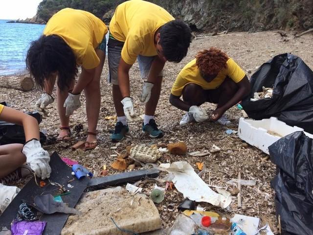 Firmata l'intesa: via la plastica usa e getta dagli stabilimenti balneari della Toscana
