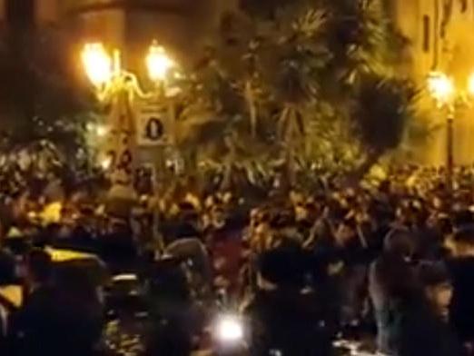 Napoli: controlli cc, dispersi 250 giovani assembrati