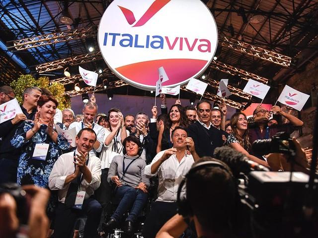 Renzi alla Leopolda lancia il suo «Italia Viva» con la Boschi ed è scontro con Conte