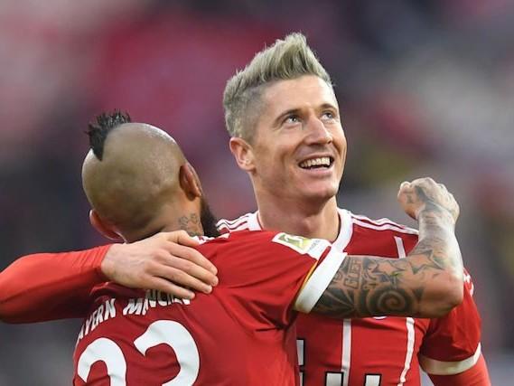 Bundesliga, Vidal e doppio Lewandowski: il Bayern vola
