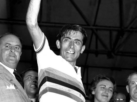 Cento anni fa nasceva Fausto Coppi, mito di un ciclismo d'altri tempi