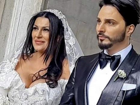 """""""Stacca l'orecchio al rivale in amore"""": fermato il figlio di Tina Rispoli, moglie di Tony Colombo"""