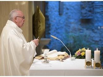 Il Papa: pensare alla morte fa bene, sarà l'incontro col Signore
