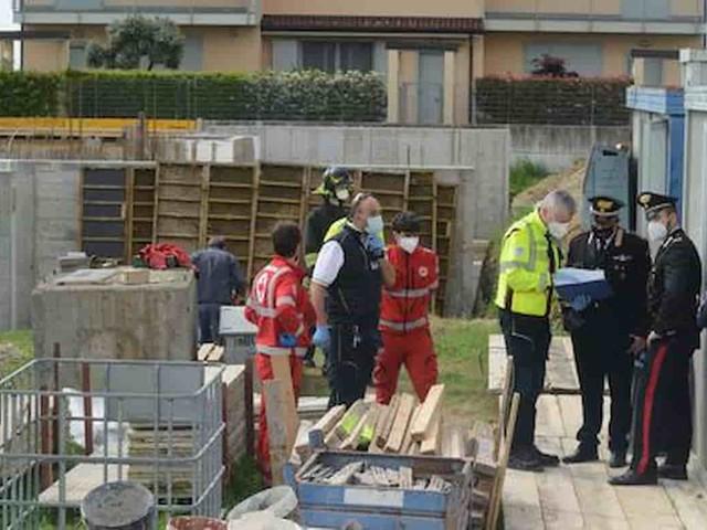 Tradate (Varese), operaio cade da un ponteggio durante i lavori al cantiere: morto dopo un volo di 4 metri
