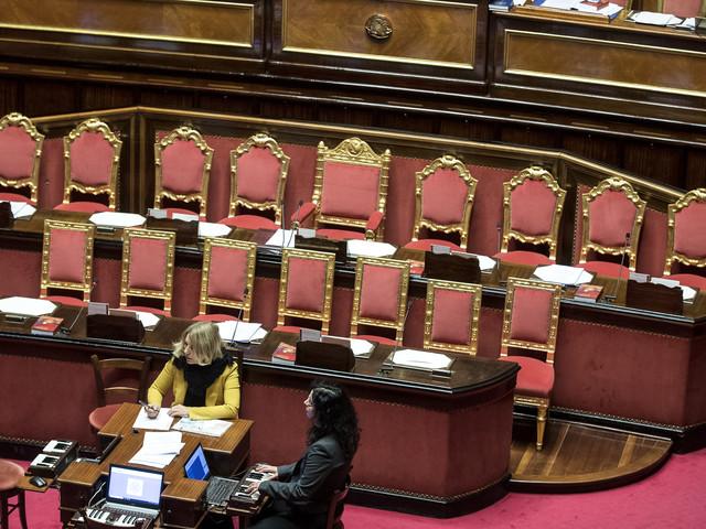 Renzi chiede una commissione d'inchiesta. Al Senato tira una brutta aria per Giuseppi