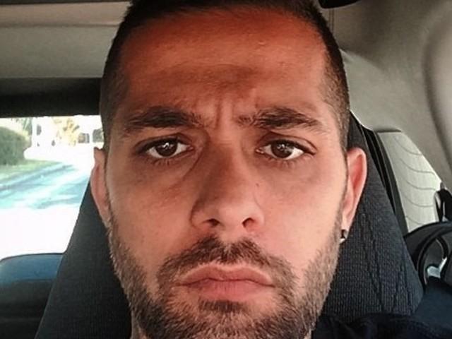 """""""Sta con lei!"""". Sorpresa Salvatore Angelucci: l'ex tronista di UeD 'tradito' da una foto. E ora ne parlano tutti"""