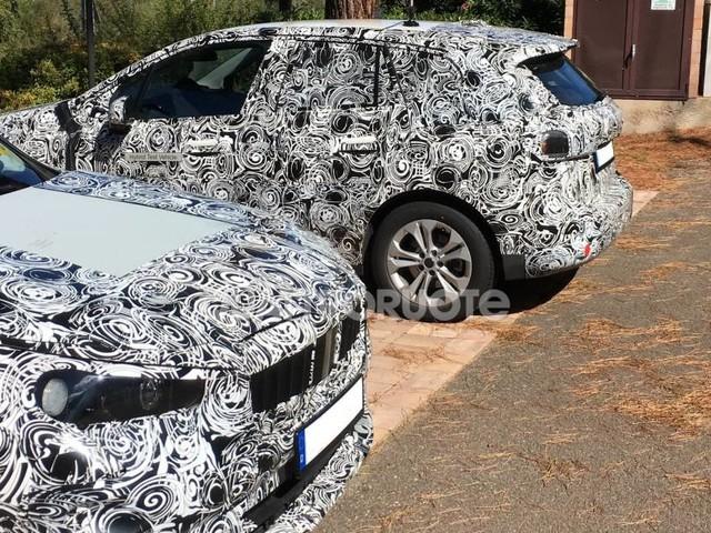 BMW - Avvistati in Italia i prototipi di X1, iX1 e Serie 2 Active Tourer