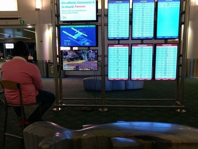 Un uomo ha sabotato il terminale di un aeroporto per giocare ad Apex Legends con la sua PS4