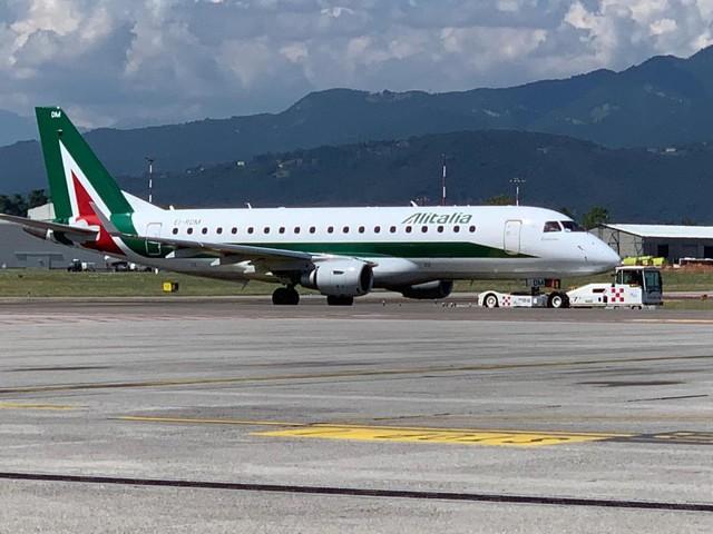 Un mese per definire il nuovo corso di Alitalia