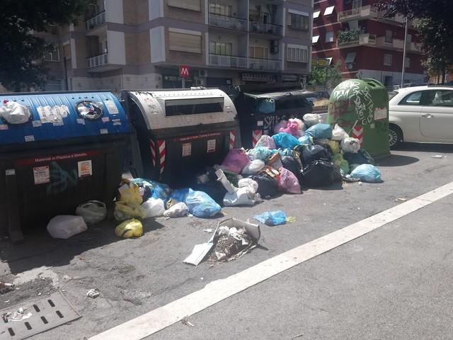 Foto e gogna social sui rifiuti: sindaci paparazzi alla sbarra