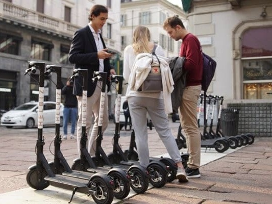 Aree pedonali e non solo - Monopattini elettrici in città, ok del governo