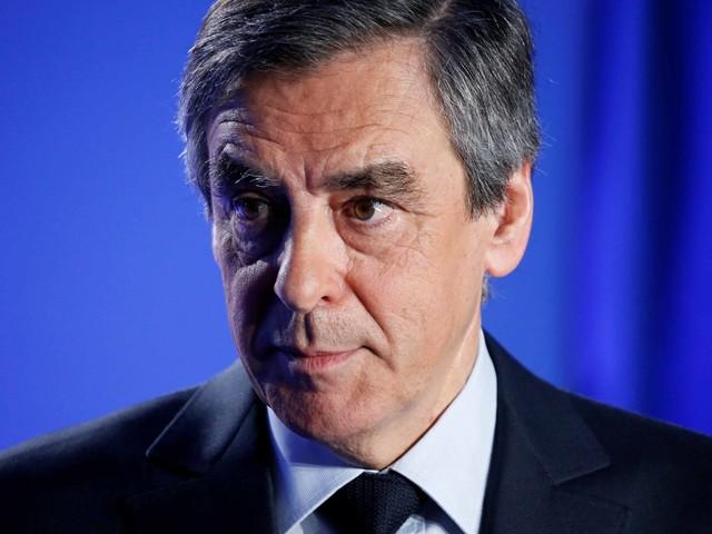 Francia, l'ex premier Fillon rinviato a giudizio
