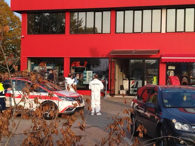 Sparatoria in un'azienda di pneumatici nel Reggiano: un morto