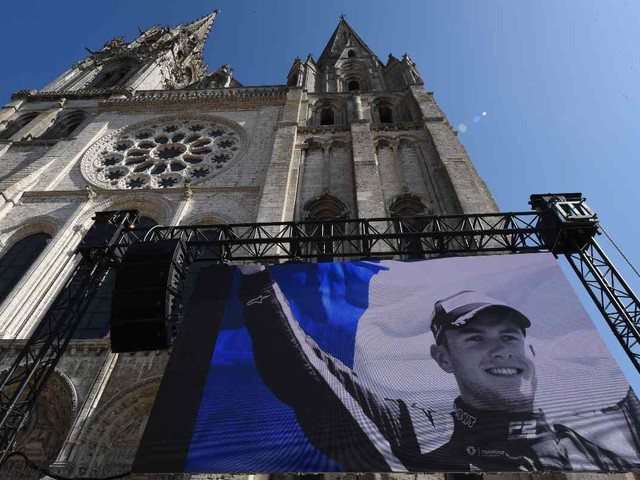 Il funerale di Hubert: anche Leclerc partecipa all'ultimo saluto (GALLERY)