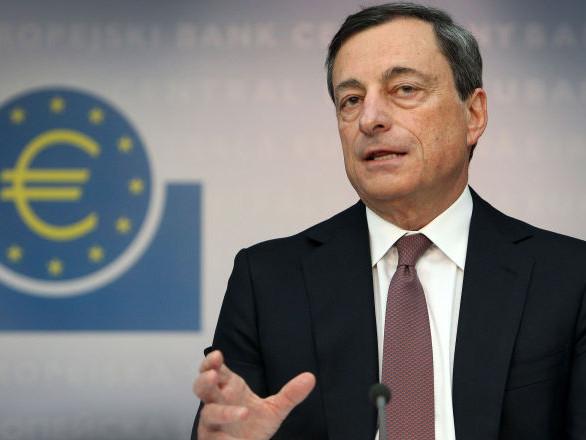 Draghi saluta la Bce tra gli elogi di Mattarella, Macron e Merkel