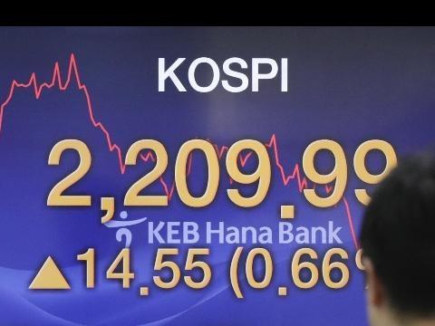 Borsa: Asia poco mossa, Tokyo +0,2%
