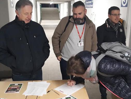 """""""Basta Trenord"""": la raccolta firme guidata da Piloni (PD) arriva tra i pendolari piadenesi"""