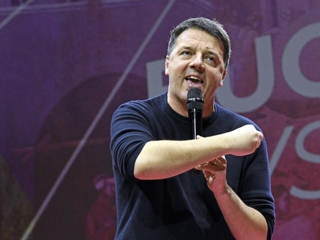 """Renzi pronto a una """"sfiducia"""" politica nei confronti di Conte"""