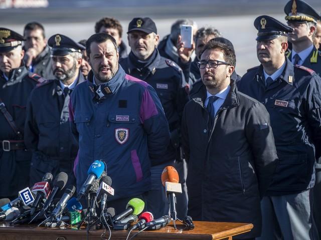 """Dopo Battisti riparte la caccia: """"Riscontri su decine di altri terroristi"""""""