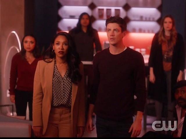 The Flash 6 chiude i battenti con un rocambolesco finale di metà stagione: la Crisi è arrivata (video)