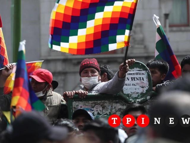 Bolivia, scontri tra manifestanti pro-Morales e polizia: otto morti e 75 feriti