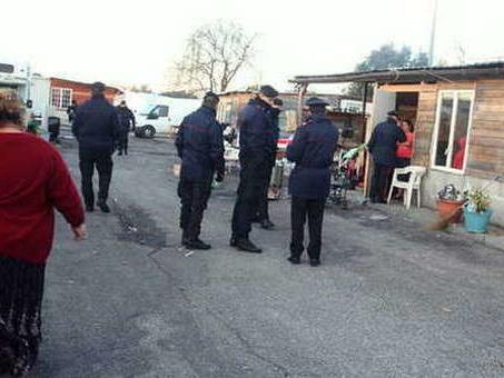 Roma, chiude il campo Lombroso: «Bonus affitto per i rom»
